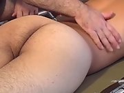 Twink give his boy an all over body massage
