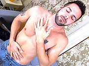 Preston Scott fucks himself with a dildo & jerks off!