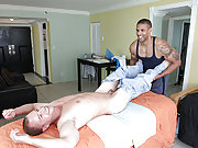 Muscle masseur enjoys fuckin his young cute client