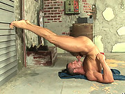 Muscle worker eats up his own cock on the floor