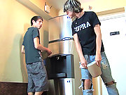 Perky Twinks meeting in hotel room for hard hotsex