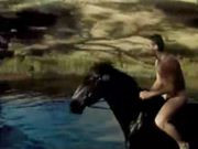 Hot actor Russel Crowe  goes bareback riding in the nude