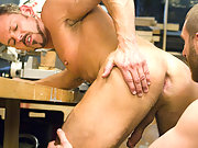 Horny Steele coaxes Paine to fist him deeper and deeper !