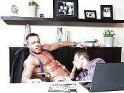 Muscle gay boss fucks his employee on the table